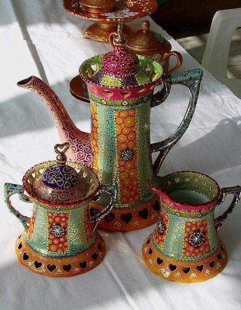 grogious printed crockery set