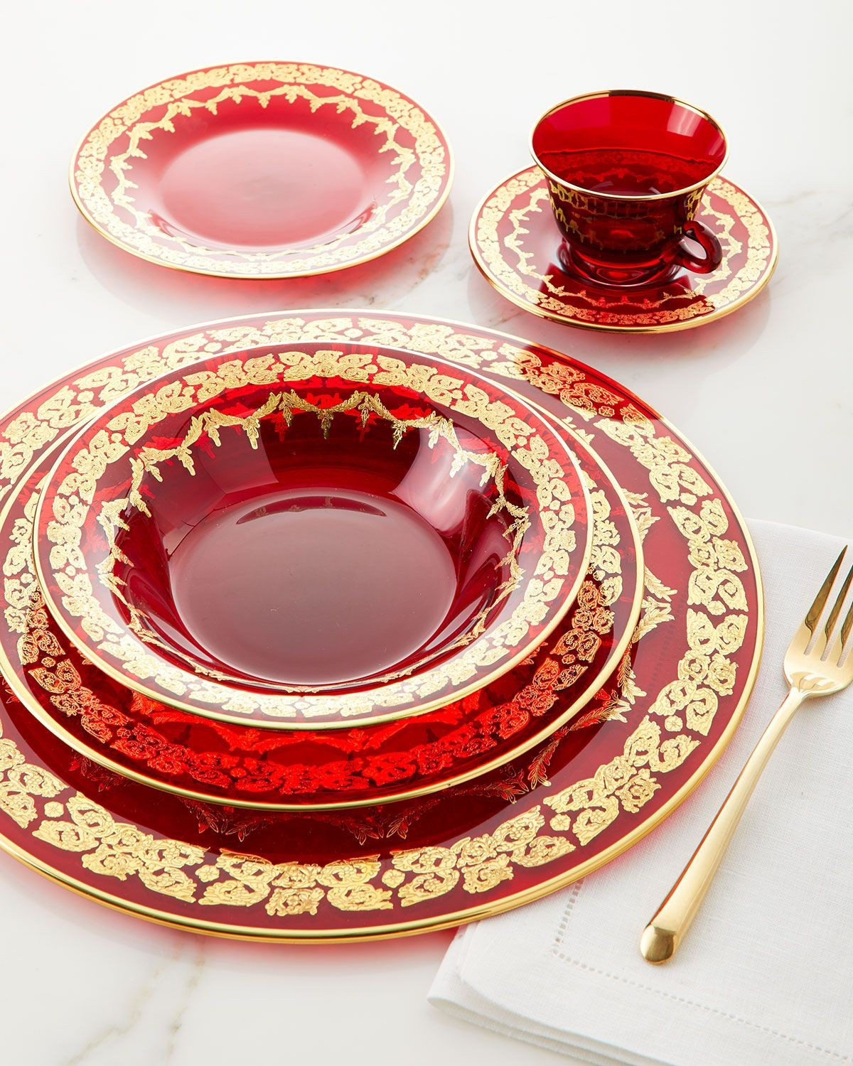 red-cambria-plate set